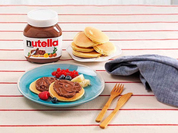 Mini panquecas com NUTELLA® e fruta